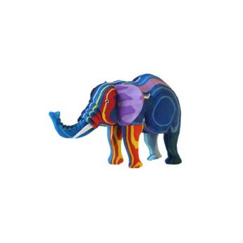 Elefant aus recycelten Flip Flops