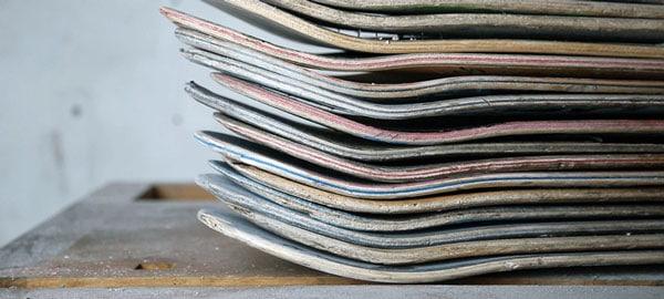 Armreifen aus recycelten Skateboards