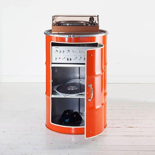 schrank aus oelfass just bottle. Black Bedroom Furniture Sets. Home Design Ideas
